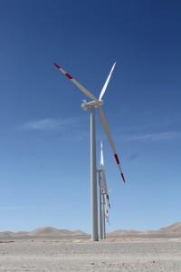 Windkrafträder, Ruta 23 bei Calama, Acadamawüste, Region Antofagasta, Chile