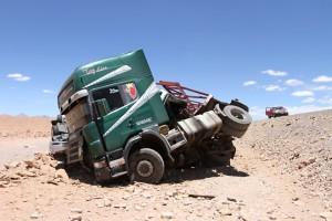 gekippter Autotransporter, RN 52, Antofagasta, Argentinien