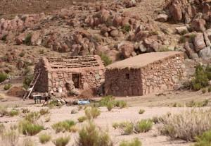 bewohnte Häuser an der RN 52, Antofagasta, Argentinien