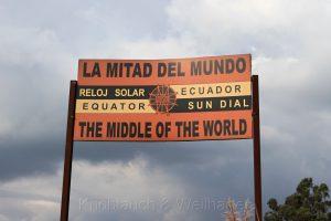 Äquator Denkmal in Ecuador in der Nähe des Vulkan Cayambe