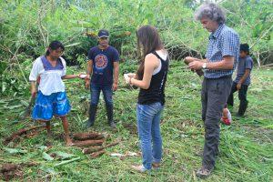 Besuch bei einer indigenen Gemeinschaft, Cuyabeno, Amazonas, Ecuador, Peter Weilharter, Ria-Helen Zühlke