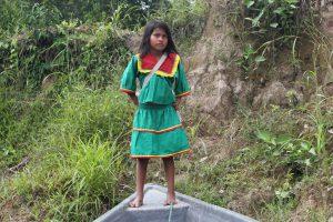 Kind in Schuluniform, Cuyabeno, Amazonas, Ecuador